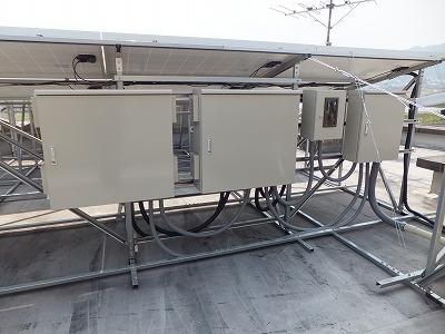 パワーコンディショナー2台とモニターをBOXの中に収納