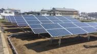 北側の太陽電池パネルは結構高さがあります
