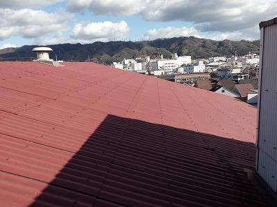 折板屋根を既存の屋根にかぶせる工事