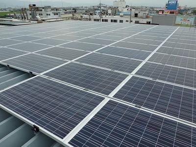 太陽電池パネルを196枚設置
